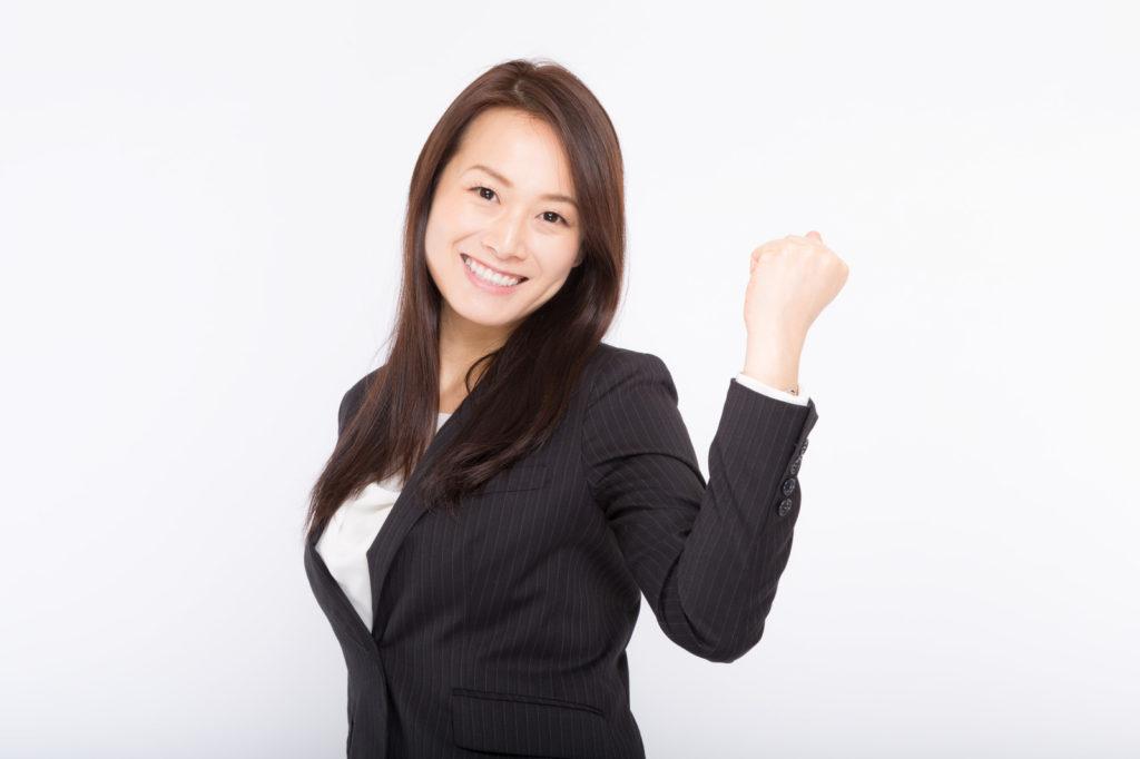 新入社員が入社後一か月以内に自己紹介を行う場面と回数